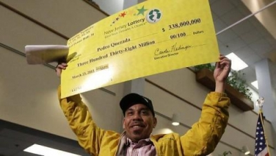 $322 million lottery winner will buy a car and have some fun